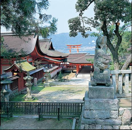Itsukushima Shrine, Miyajima (C) JNTO